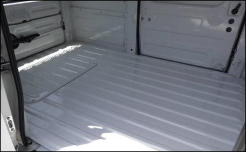 車両Aの荷室(横)