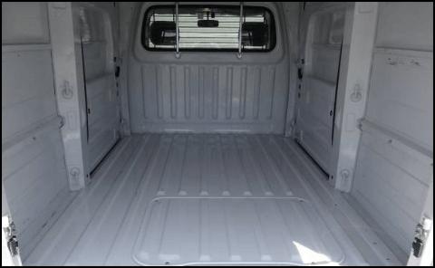 車両Aの荷室(縦)