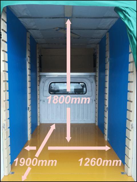 車両Bの荷室写真(寸法付き)