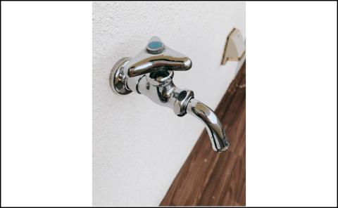 給水ホースの取り付けアダプターが必要な蛇口の写真