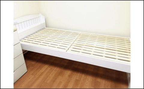 組み立て済みベッドの写真